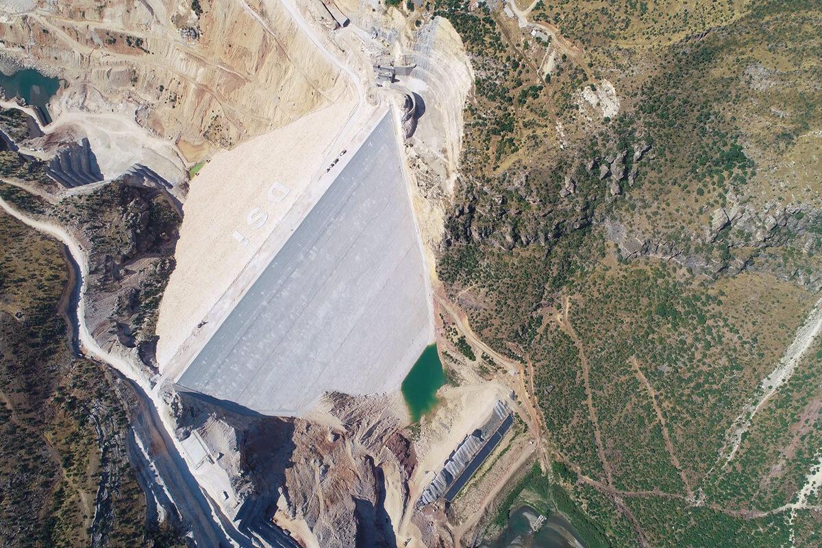 Silvan Barajı ve HES'te Gövde Dolgusu Tamamlandı